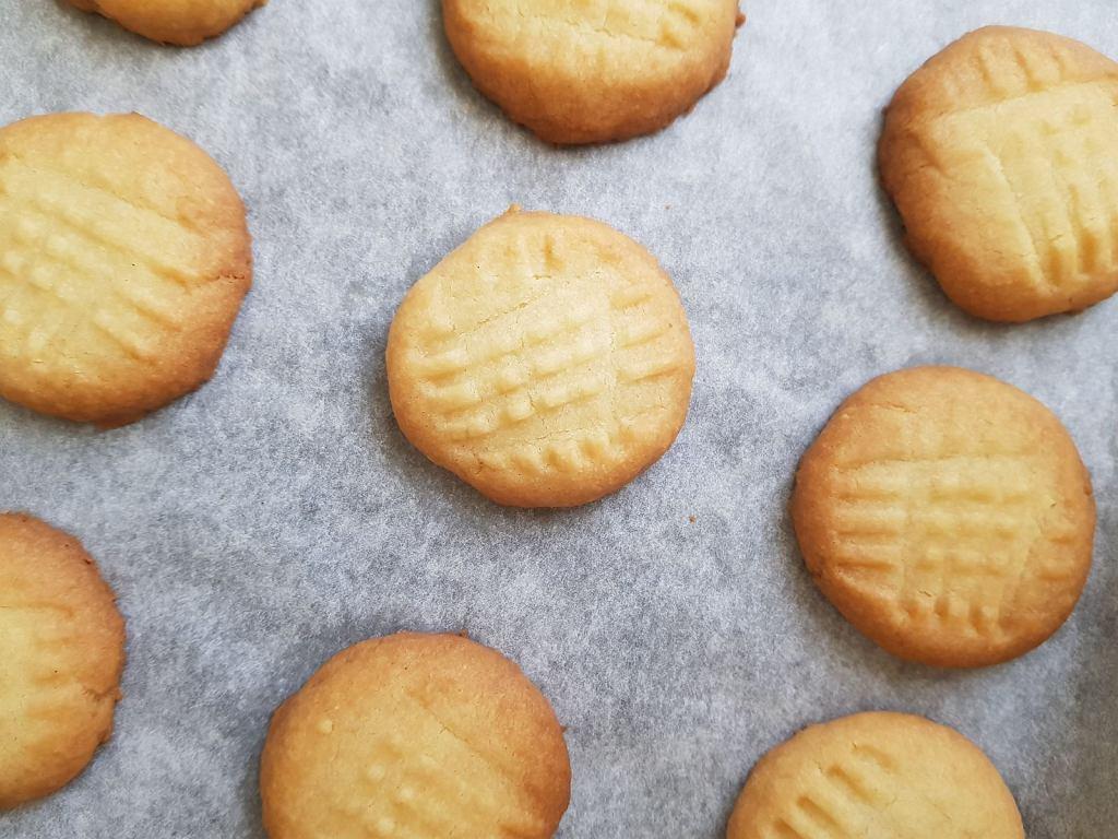 Szybkie ciasteczka to marzenie każdego weekendowego łasucha. Do ich przygotowania nie trzeba zbyt wielu składników
