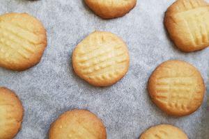Szybkie ciasteczka maślane - pyszne, złociste, kruche i gotowe już w pół godziny [PRZEPIS]