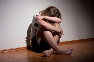 """Nowe badania na temat depresji poporodowej. """"Może się zacząć rok po urodzeniu dziecka albo i później"""""""