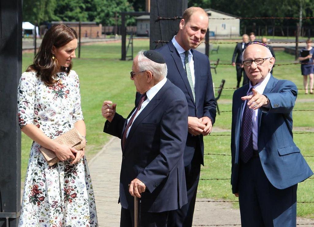 Kate, William w muzeum Stutthof wraz z Zigim Shipperem i Manfredem Goldbergiem