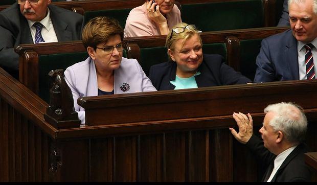 Sejm: Jarosław Kaczyński w rozmowie z premier Beatą Szydło i szefową KPRM Beatą Kempą