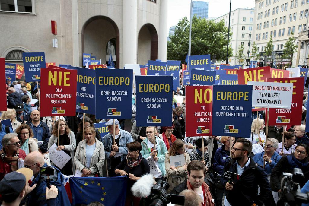 Protest ' Europo nie odpuszczaj ! Brońmy polskich sadów ' w Warszawie.