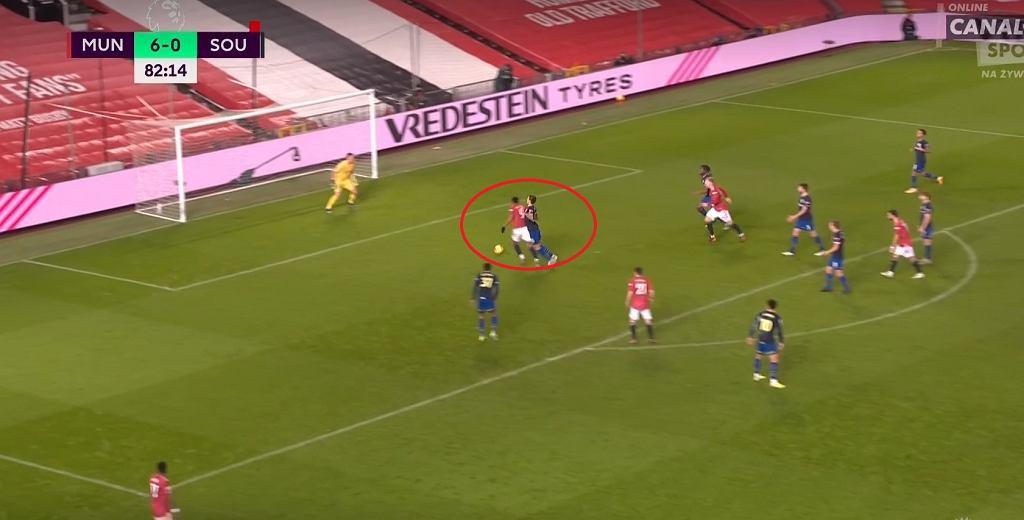Jan Bednarek w meczu z Manchesterem United