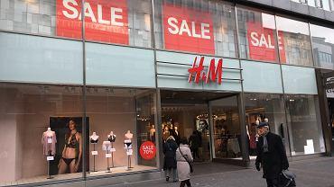 H&M ogłosił wielką promocję. Wyprzedaje modne botki za mniej niż 60 zł (zdjęcie ilustracyjne)