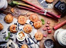 Ciastka z ricottą, rabarbarem i wiśniami - ugotuj