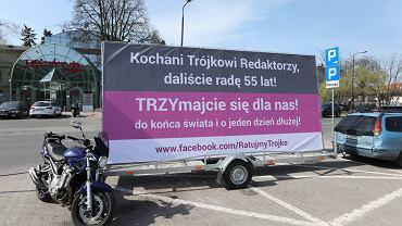 Słuchacze radiowej Trójki ufundowali na jej urodziny billboard: 'TRZYmajcie się dla nas!'