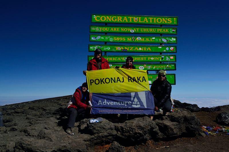 Kasia Gulczyńska, Tomek Kobielski i Amazonki, podopieczne Fundacji Pokonaj Raka na szczycie Kilimandżaro - wrzesień 2012