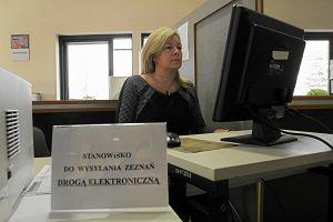 e-Deklaracje czy tradycyjny formularz? Jak wysłać PIT-a fiskusowi