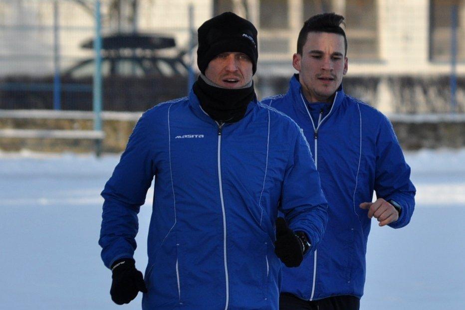 Nenad Dedić (na pierwszym planie) na treningu Zawiszy