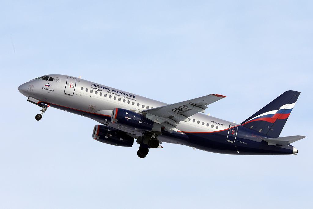 Samolot Suchoj Superjet 100.