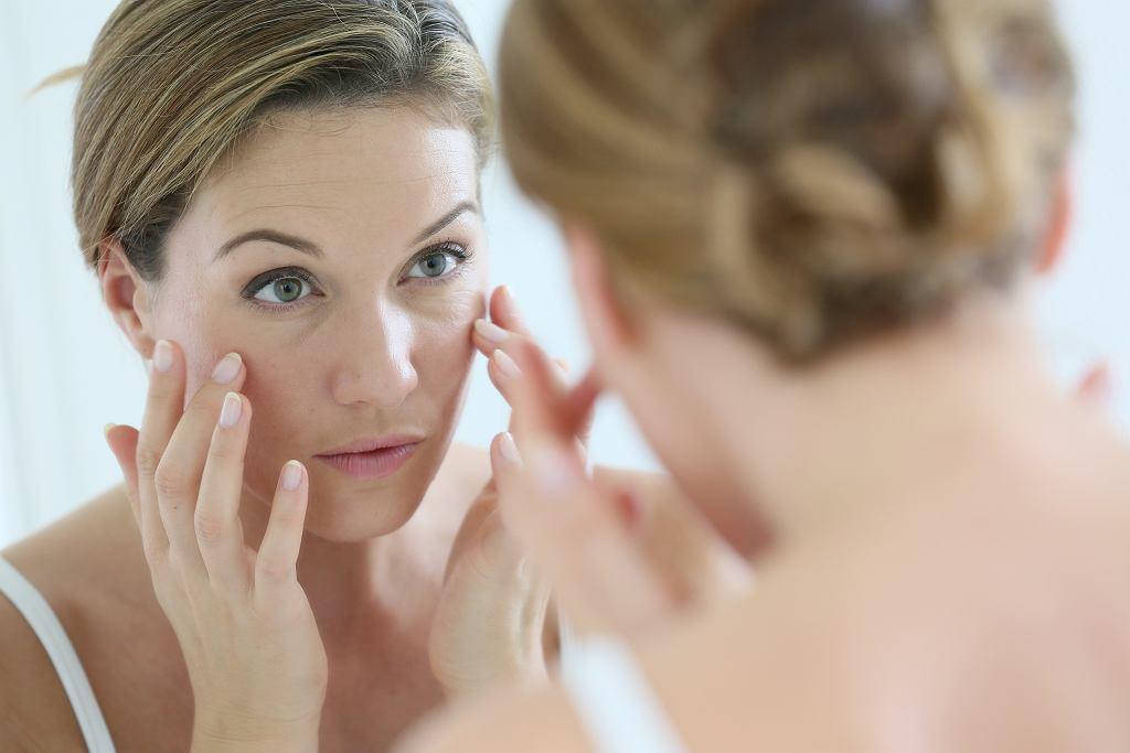3 kosmetyki, których powinnaś używać codzienne. Odmładzają, likwidują zmarszczki i opóźniają starzenie (zdjęcie ilustracyjne)