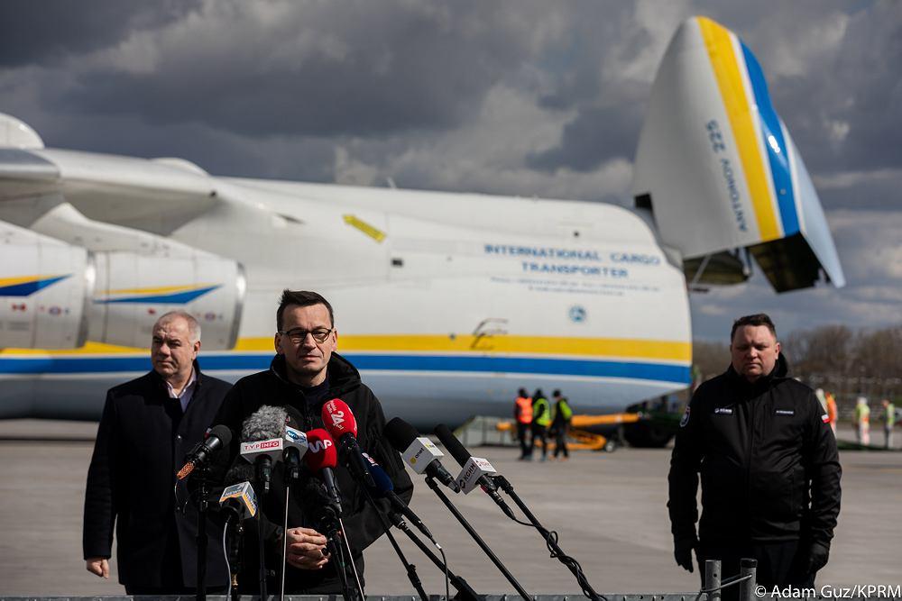 Przylot samolotu Antonow AN-225 Mrija