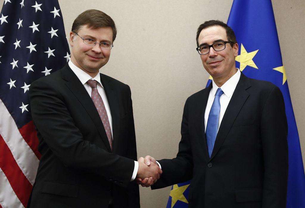 Valdis Dombrovskis po lewej