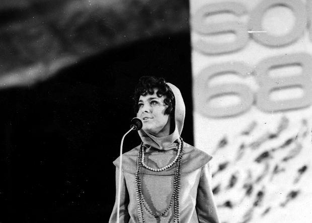 Irena Jarocka na scenie Międzynarodowego Festiwalu Piosenki w Sopocie, 1968 r.