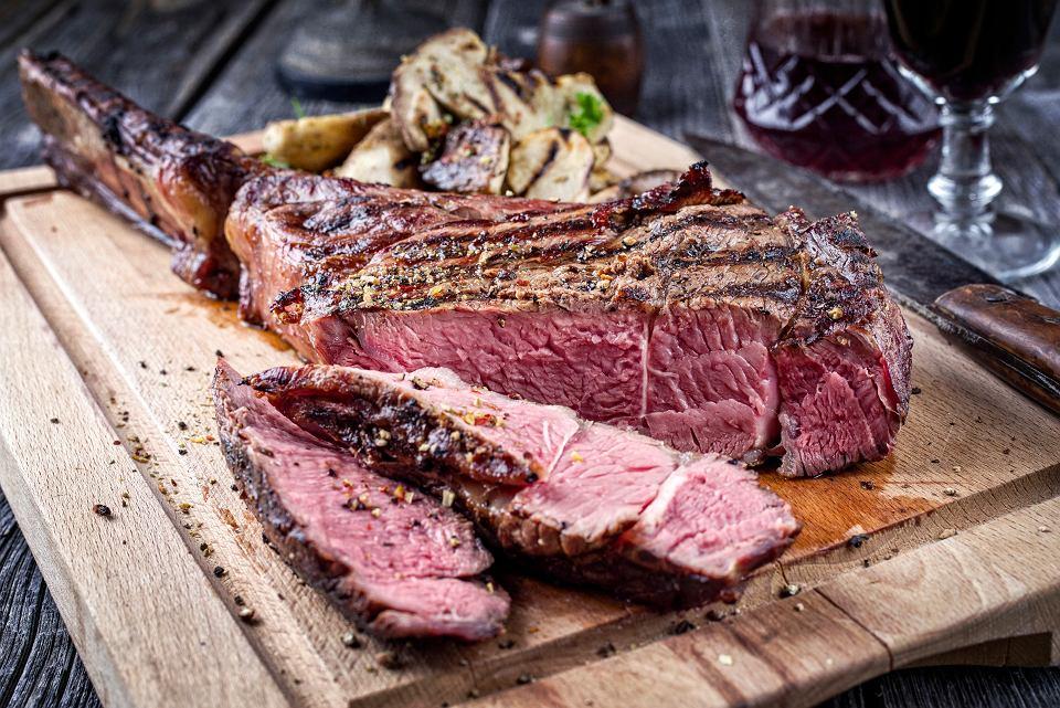 Jedzenie czerwonego mięsa zwiększa ryzyko zgonu.