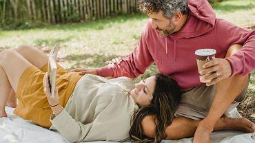 Co pić w ciąży? Możesz pić naprawdę wiele rzeczy, ale bezwzględnie unikaj alkoholu, uważaj też na kawę i herbatę