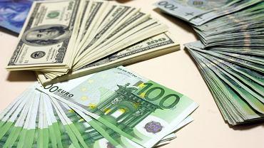 Wakacje poza Polską będą tańsze? Złoty się umacnia, a euro tanieje