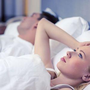 U kobiet większość emocji, które odpychają je od kontaktu seksualnego, tkwi w głowie