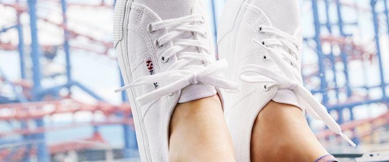 Buty Superga z wyprzedaży - wygodna opcja na lato. Kultowe tenisówki teraz z dużym rabatem!