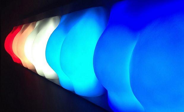 Lampa w kształcie pośladków