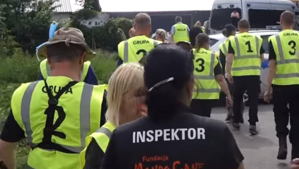 Akcja miłośników zwierząt i służb mundurowych w schronisku w Radysach k. Białej Piskiej