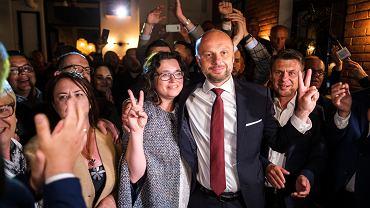 Wybory w Rzeszowie. Oświadczenie majątkowe Konrada Fijołka. Ile w 2020 r. zarobił nowy prezydent?