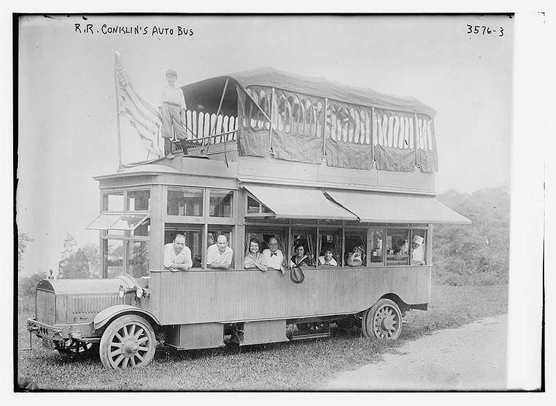 Rodzina Concklinów w latach 20. XX wieku przejechała z Nowego Jorku do San Francisco luksusowym autobusem