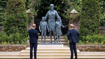 Pomnik księżnej Diany nie podoba się internautom
