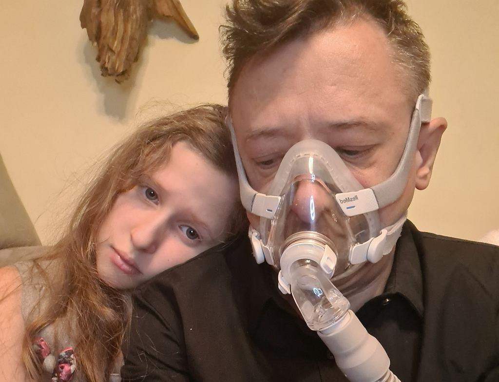 45-letni Michał Peryt spełnia wszystkie kryteria, by skorzystać z Ratunkowego Dostępu do Technologii Lekowych. Leku nie ma, jego stan jest bardzo poważny, chory czeka na przeszczep płuc.