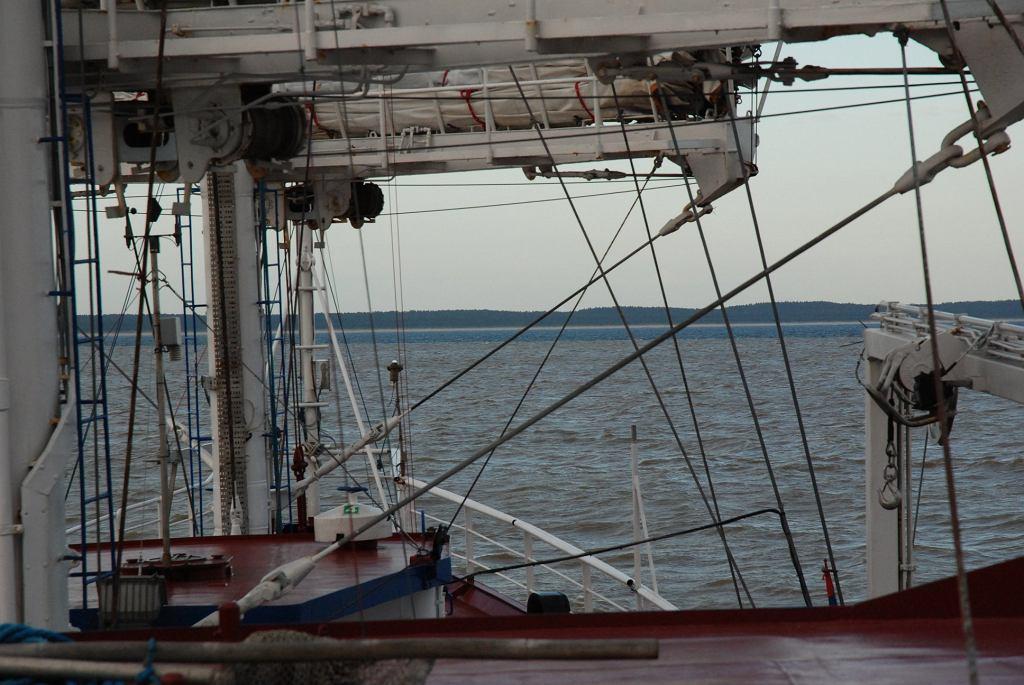 Wlew wód powodziowych niosących duże ilości zawiesiny Wisły do Bałtyku w maju 2010 roku. Widok z pokładu statku badawczego R/V Oceania
