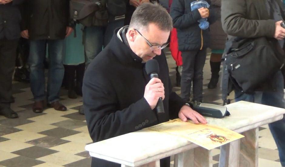 Prezydent odczytuje akt zawierzenia Piotrkowa Trybunalskiego Niepokalanemu Sercu Maryi Królowej Polski