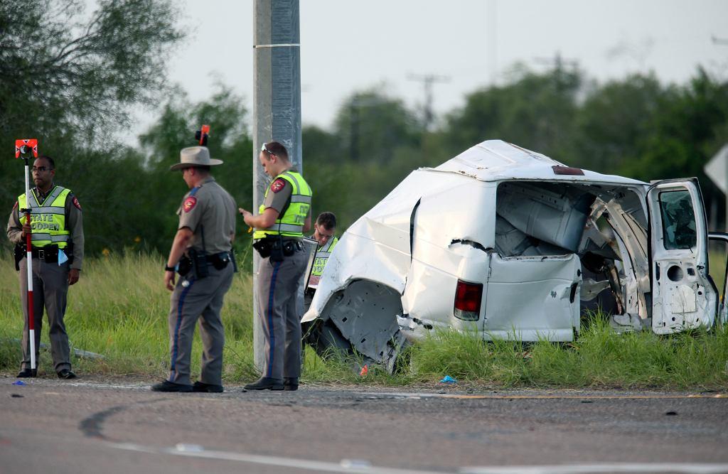 USA. Przeciążona furgonetka wypadła z drogi. Nie żyje 10 osób