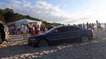 Holowanie auta na plaży w Międzyzdrojach