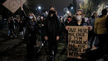 Drugi dzień protestów przed domem Kaczyńskiego