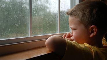Jak pomóc dziecku pokonać lęk przed burzą?