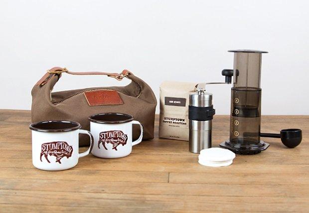 Podręczny zestaw do parzenia kawy marki Stumpton. Cena: ok 300 zł