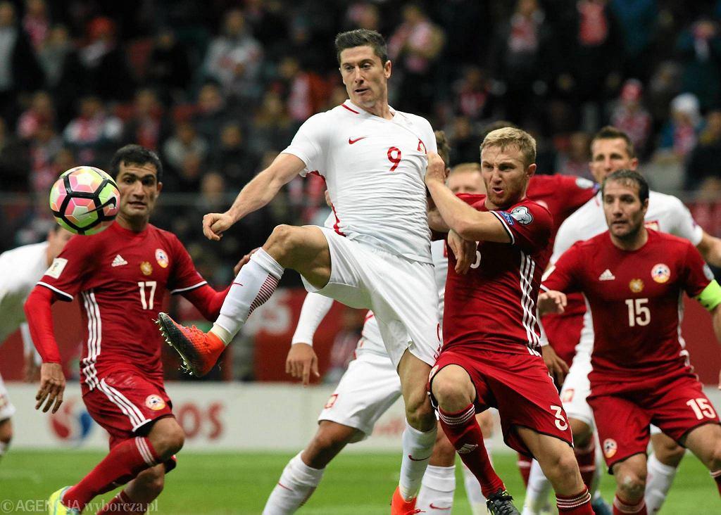 Robert Lewandowski podczas meczu eliminacyjnego do mistrzostw świata Polska - Armenia. Warszawa 11 listopada 2016