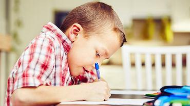 Czy nauczyciel może postawić jedynkę za brak pracy domowej?