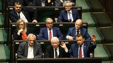 Posłowie PiS podczas głosowań.