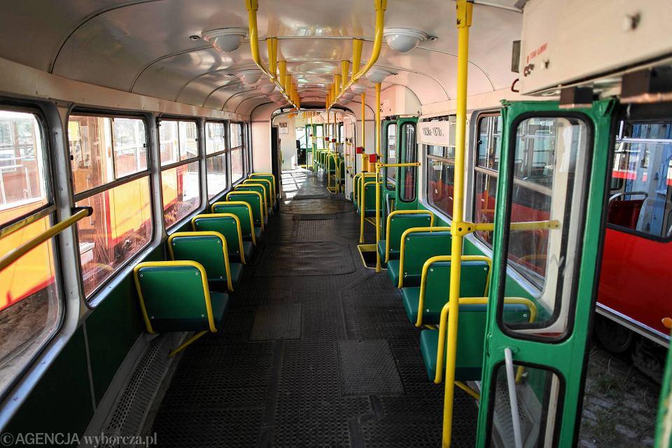 https://bi.im-g.pl/im/d8/4b/de/z14568408V,Wnetrze-tramwaju-Kontal-102Na.jpg