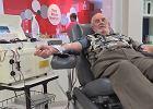 """""""Człowiek ze złotym ramieniem"""" oddawał krew co tydzień przez 60 lat. Uratował życie 2,4 mln dzieci"""