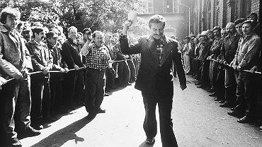 Lech Wałęsa w Stoczni po podpisaniu Porozumień Sierpniowych