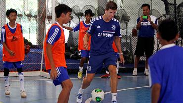 Piłkarze Chelsea trenują z dziećmi