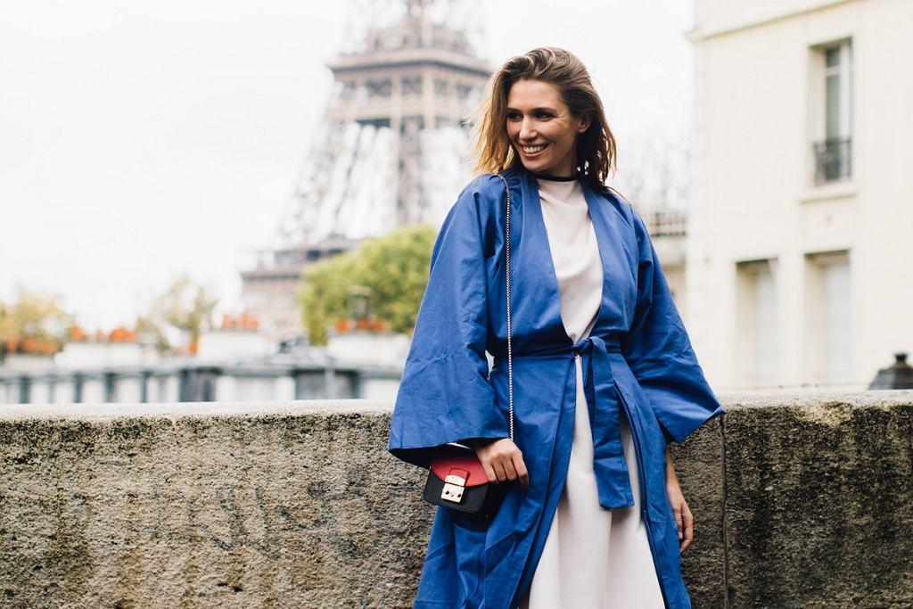 Piękny niebieski płaszcz