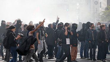 Protesty związkowe przeciwko reformie pracy Macrona - tak wyglądały ulice w Paryżu we wrześniu 2017 r. Czy w sobotę będzie podobnie?