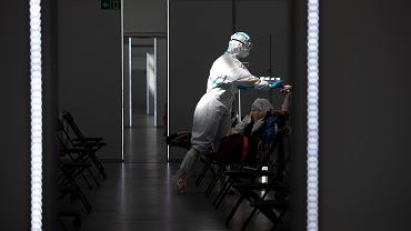 Szpital tymczasowy w Lublinie. Praca medyków podczas pandemii koronawirusa (zdjęcie ilustracyjne)
