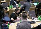 """Marcelina Zawisza karmi piersią w trakcie wypowiedzi na sejmowej komisji zdrowia. """"Mistrzyni w działaniu na wielu frontach"""""""