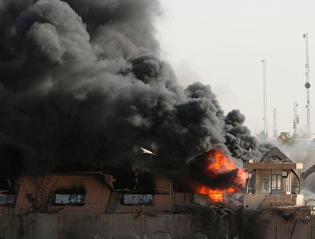 Pożar w magazynie z kartami do głosowania. Bagdad, Irak, 10 czerwca 2018