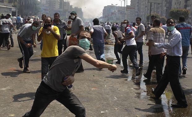 Zwolennicy odsuniętego od władzy prezydenta Mursiego protestują w Kairze