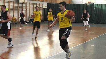 Zdjęcia z 4 kolejki XXXIII sezonu amatorskiej ligi koszykówki UNBA.PL w Warszawie